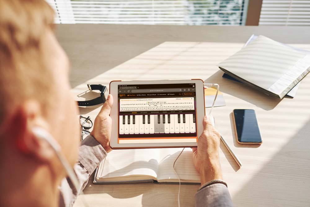 Play Virtual Piano Music on the iPad